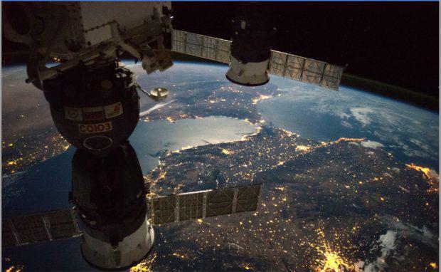 contaminación-lumínica-desde-el-espacio-620x382