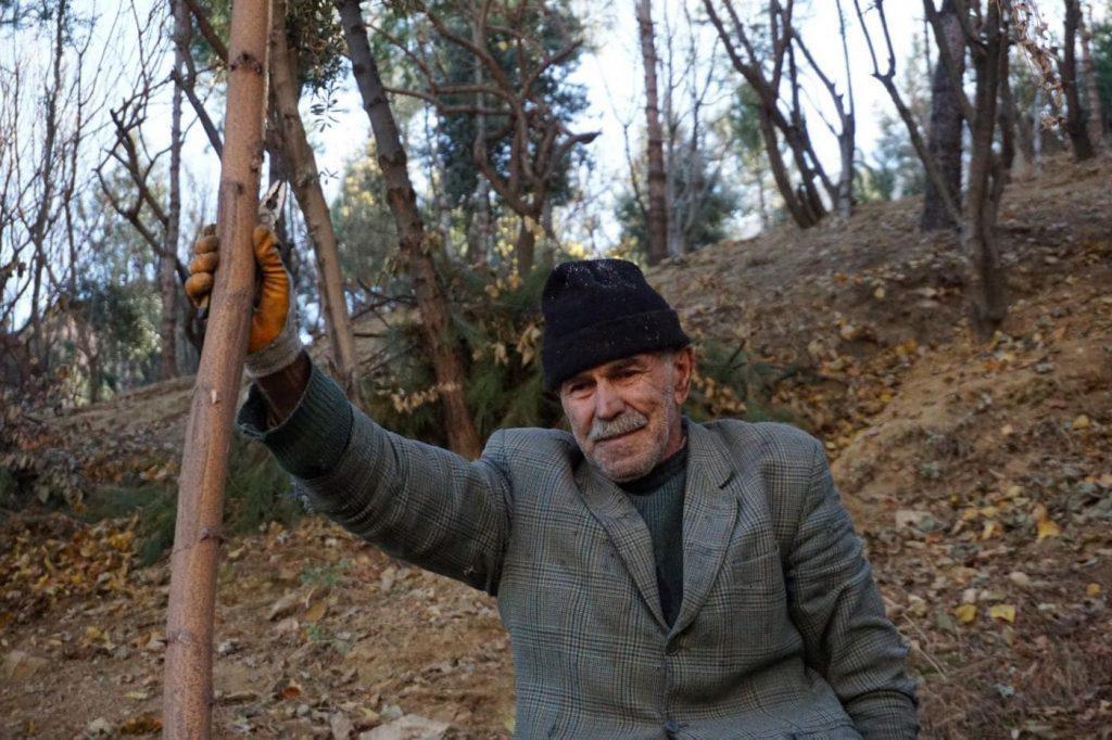 hombre-bosque-basurero-turquia.08-04-2021.medio-ambiente-1024x682